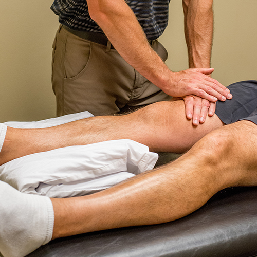 Renew_Physical_Therapy_Treat Knee Pain With Physical Therapy Near Gresham-1